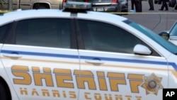 La policía del condado de Harris está tras la búsqueda del autor del tiroteo que mató al oficial Darren Goforth, de 47 años.