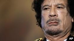 រូបថតរបស់មូអាម៉ា ហ្កាដាហ្វី (Moammar Gadhafi) អតីតមេដឹកនាំលីប៊ីកាលនៅមានជីវិត។
