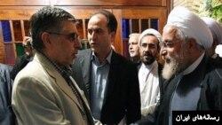 با اینکه دو هفته پیش حسن روحانی از رد صلاحیت گسترده انتقاد کرده بود اما غلامحسین کرباسچی و سایر اعضای حزب کارگزاران لیست انتخاباتی داده اند.