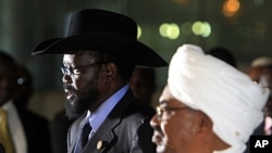Sudanese President Omar al-Bashir (R) listens as his South Sudanese counterpart Salva Kiir speaks during a joint news conference, before Kiir's departure at Khartoum Airport, October 9, 2011.