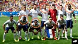 L'équipe de France de foot.