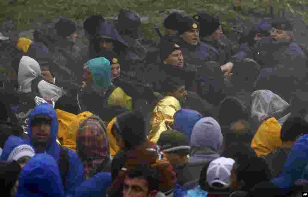 حالیہ چند ماہ میں شام، افریقہ اور افغانستان سے تعلق رکھنے والے کئی لاکھ مہاجرین ترکی سے بلقان کے راستے جرمنی سویڈن اور دوسرے یورپی ممالک پہنچے ہیں۔