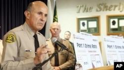El alguacil Lee Baca expresó que nueva política no entrará en vigor de manera inmediata.