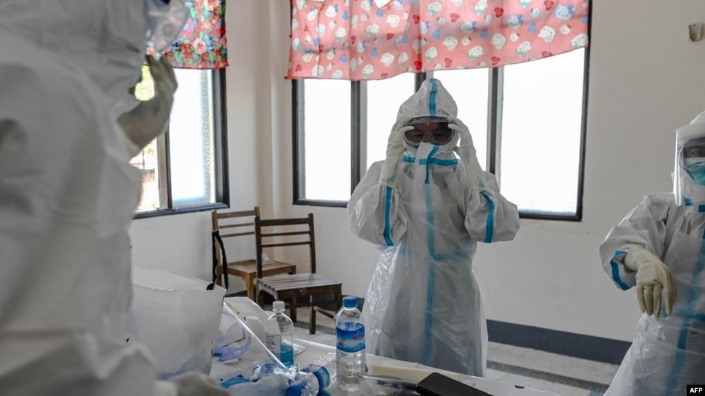 ေမလ ၁၆ ရက္ေန႔က ရန္ကုန္ quarantine စင္တာတြင္ ေစတနာ႔၀န္ထမ္းဆရာ၀န္မ်ားကို ေတြ႔ရစဥ္