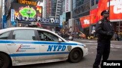 La ciudad de Nueva York se prepara para recibir a miles de turistas y visitantes la noche de año nuevo.