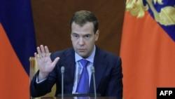 Dmitri Medvedev:Hakimiyyətin bir əldə cəmləşməsi təhlükəli ola bilər