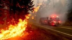 Les pompiers américains luttent contre des incendies d'une ampleur sans précédent