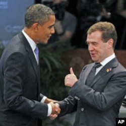AQSh prezidenti Barak Obama Rossiya prezidenti Dmitriy Medvedev bilan.