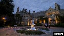 Playboy Mansion di California dijual seharga 200 juta dolar (foto; dok).
