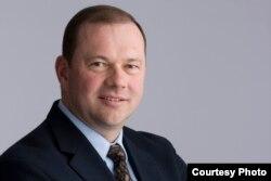 新英格兰法学院教授维克多•汉森(Victor Hansen)