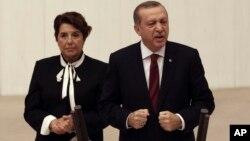 ປະທານາທິບໍດີ ເທີກີ ທ່ານ Recep Tayyip Erdogan ກ່າວຄຳປາໄສໃນສະພາແຫ່ງຊາດ ທີ່ນະຄອນຫຼວງ ອັງກາຣາ, ເທີກີ, 1 ຕຸລາ, 2016.