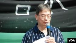 研究國民教育的梁恩榮博士認為,香港由推行公民教育改為國民教育是倒退