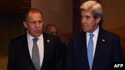 Архивное фото: Сергей Лавров и Джон Керри, на тот момент - госсекретарь США на переговорах в Лиме, Перу, в рамках министерского саммита стран АТЭС, 17 ноября 2016 года