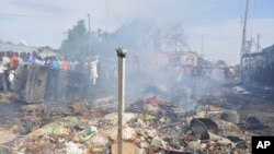 Le marché central de Maiduguri, Nigeria, après un attentat sucide le1er juillet 2014. (AP Photo/Jossy Ola)