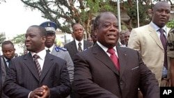 Former Ivorian Prime Minister Charles Konan Banny, center, is to lead the new reconciliation panel (file photo)