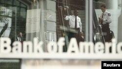 El ajuste afecta a 5.300 empleados de servicios bancarios y a 3.200 que supervisan nuevos créditos hipotecarios.