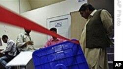 阿富汗总统选举清点选票卡尔扎伊继续领先