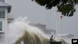 امریکہ: سمندری طوفان 'آئیڈا' لوئزیانا سے ٹکرا گیا