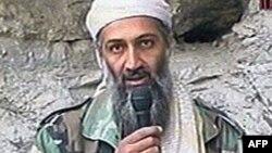 Osama Bin Laden, lãnh tụ al-Qaida (năm 2001)