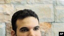 Dan Gertler est assis dans son bureau à Ramat Gan près de la ville israélienne de Tel Aviv, vu le 18 septembre 2000. Getler avait conclu un accord lui donnant le droit exclusif d'acheter des diamants produits au Congo. (Photo AP / Mati Stein)