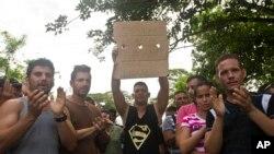 En Ecuador hay 40.000 cubanos, y 16.000 de ellos, estarían sin regularizarse. En enero de 2014, ingresaron 753 cubanos; y en 2015, 2. 502.