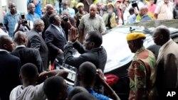 UMongameli Emmerson Mnangagwa ukhuluma lentathelizindaba eHarare ngeSonto.