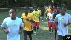 难民之家有四个足球队,由86个男孩组成