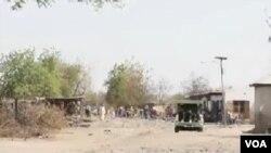 Sojoji da 'yansanda sun shiga sintiri bayan harin da ake zato 'yan kungiyar Boko Haram ne suka kai kusa da sansanin mayakan sama a Maiduguri ranar 2 ga watan Disamba shekarar 2013.