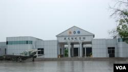 雨中的飞虎队纪念馆(美国之音林森拍摄)