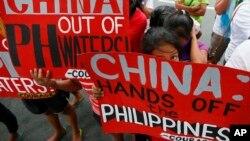 Biểu tình chống Trung Quốc tại thành phố Makati, phía đông Manila, Philippines, ngày 12/11/2015.