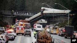 华盛顿州美铁列车脱轨坠落事故现场。(2017年12月18日)