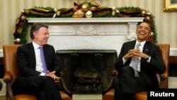 Presiden Kolombia Juan Manuel Santos berkunjung ke Gedung Putih untuk membicarakan bantuan AS bagi Kolombia, hari Selasa (3/12).