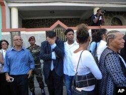 Manifestação de pesar pela morte de Cesária, junto à sua casa