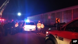 Kereta penumpang Amtrak bertabrakan dengan kereta barang di negara bagian South Carolina, hari Minggu (4/2) dini hari.