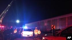 Nhân viên cứu hộ tại hiện trường vụ đâm tàu hôm 4/2.