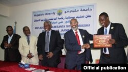 The former and the new Rectors of Mogadishu University shaking their hands during the ceremony.