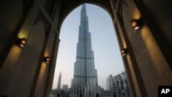 دوبی یکی از مراکز بزرگ تجارت در جهان شمرده میشود