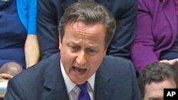 新闻集团窃听丑闻也殃及英国首相卡梅隆。图为他7月20日向英国议会陈情