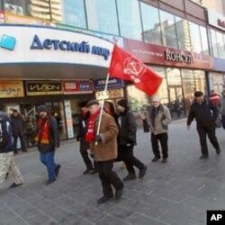 许多俄共党员同时也是教徒,3月份莫斯科反政府集会中的俄共党员