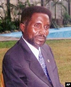 Paulo Lukamba Gato é um dirigente histórico da UNITA que advoga o afastamento de Samakuva, por cessação de mandato.