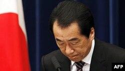 Thủ tướng Nhật Bản Naoto Kan chào cử tọa tại buổi họp báo