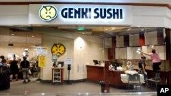 Restoran Genki Sushi di Aiea, Hawaii (16/8). (AP/Caleb Jones)