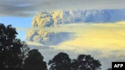 Şili Yanardağı Uçak Seferlerini Aksattı