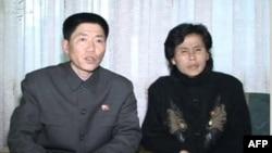 Truyền hình Bắc Triều Tiên chiếu hình ảnh ông Bong Yon-Chol (trái) và bà Ri Jong-Hwa (phải) cha mẹ của một trong những người Bắc Triều Tiên xin đào tị Bong Un-Ha.