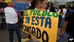 Los venezolanos salen a diario a la calle invocando la suerte para conseguir alimentos básicos o las medicinas que necesitan.