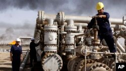 Campo petrolero en Basra, Irak donde una mayor producción puede influir las cuotas establecidas por la OPEP.