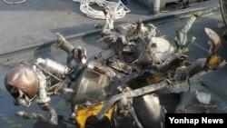 북한 장거리 로켓 엔진으로 추정되는 잔해물. 한국 군 당국이 26일부터 이틀간 서해에서 인양했다.