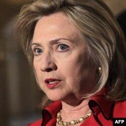 """Klinton """"Liviya rasmiylari qonli voqealar uchun javobgar"""", deydi"""