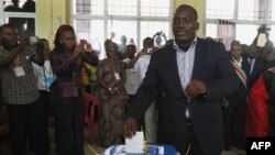 Tổng thống Cộng hòa Dân chủ Congo Joseph Kabila bỏ phiếu tại một phòng phiếu trong thủ đô Kinshasa