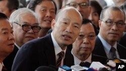 台湾高雄市长韩国瑜2019年3月22日在香港对媒体讲话。